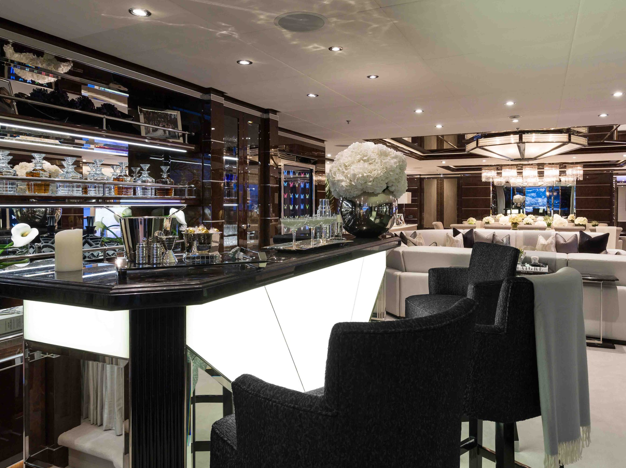 Main Salon Bar